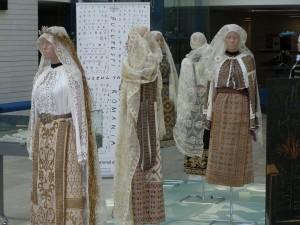 Costume populare româneşti: bună opţiune
