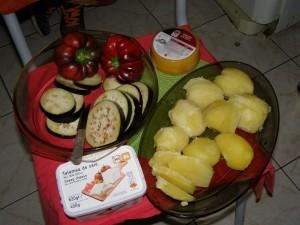 Ingrediente: vinete deja tăiate, plus cartofii fierţi în coajă, curăţaţi