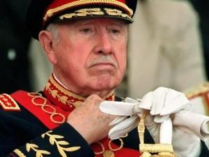 Maiorul nostru era mult mai tânăr deecât generalul Pinochet; şi, în mod cert, mai puţin conservator. dar în rest...