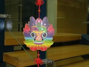 Standul chinei: Ca la Dragonul Roşu, plus parchetul smuls