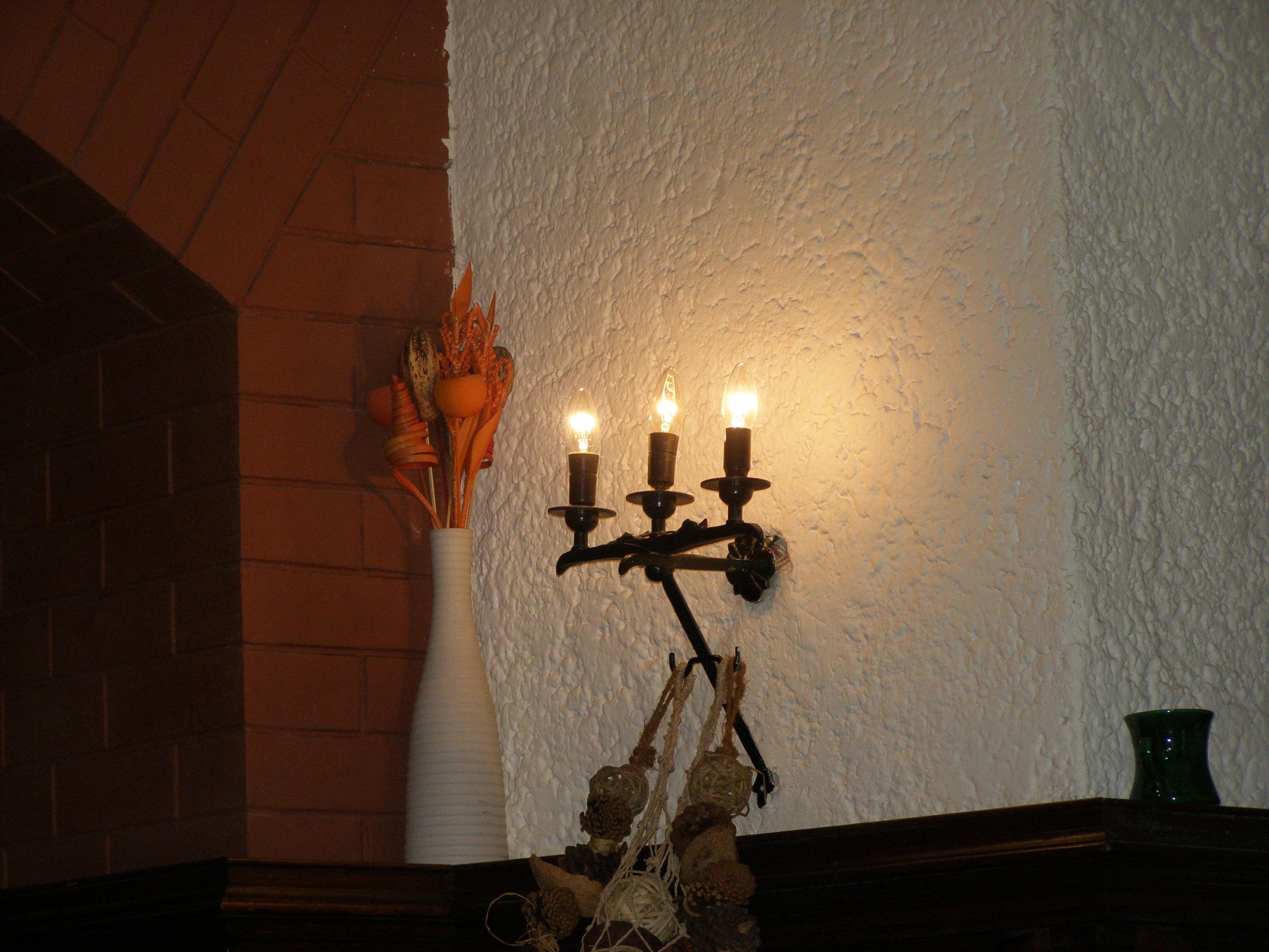 Oare noaptea, când luminile acestea se sting, apar prin cramă şi ceva stafii?