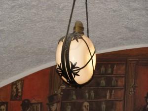Frumoasă şi lampa de tavan, nu? Eu aşa zic...