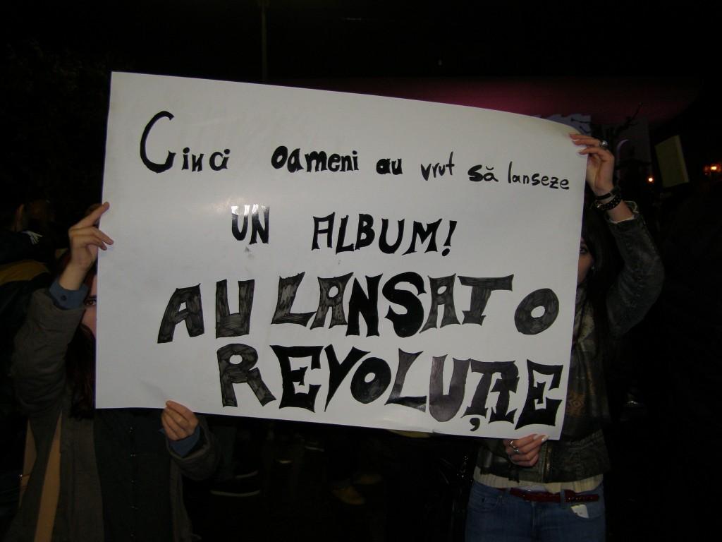 Aşa este! Dar, să nu uităm, această Revoluţie trebuie dusă până la capăt! Acum!