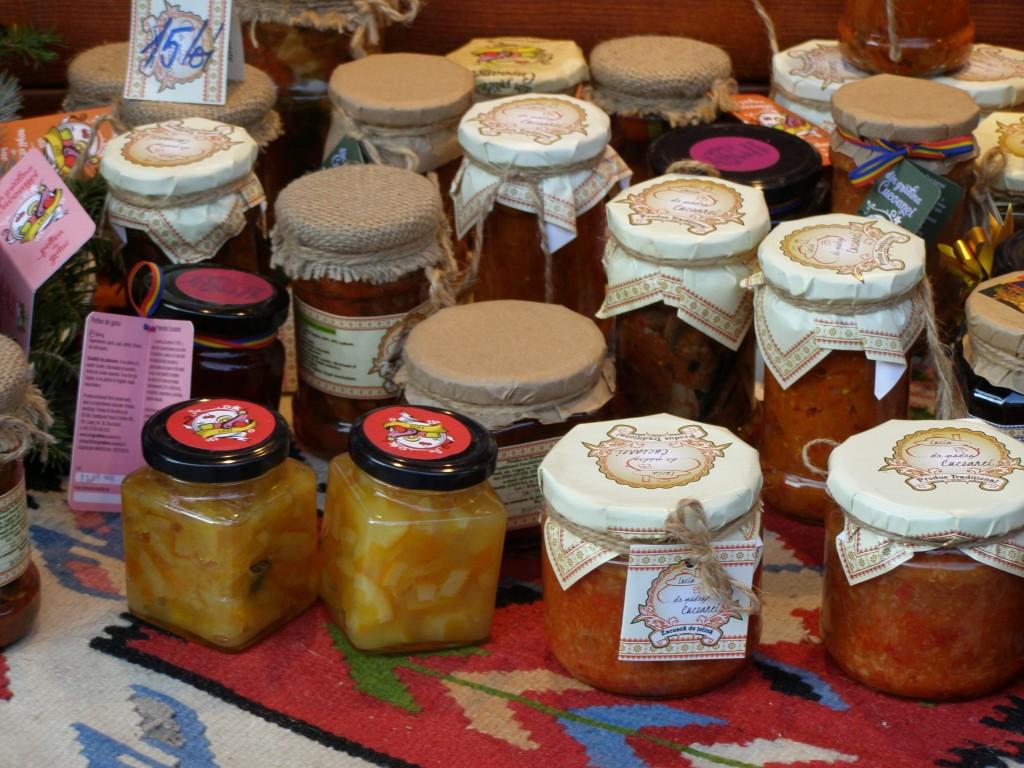 Interesante şi acestea; dar gândul mi-a rămas, cu totul, la dulceaţa de cireşe amare făcută de nişte covăsneni care te-mbie de zor, în puţina română pe care-o ştiu.