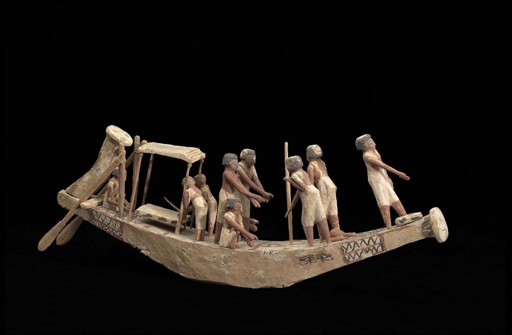 Heyerdahl ne povesteşte foarte amănunţit, de-şi lasă gura apă, cam ce mâncau egiptenii atunci când călătoreau pe apă, în navele lor întosmite din mii de fire de trestie de papirus.