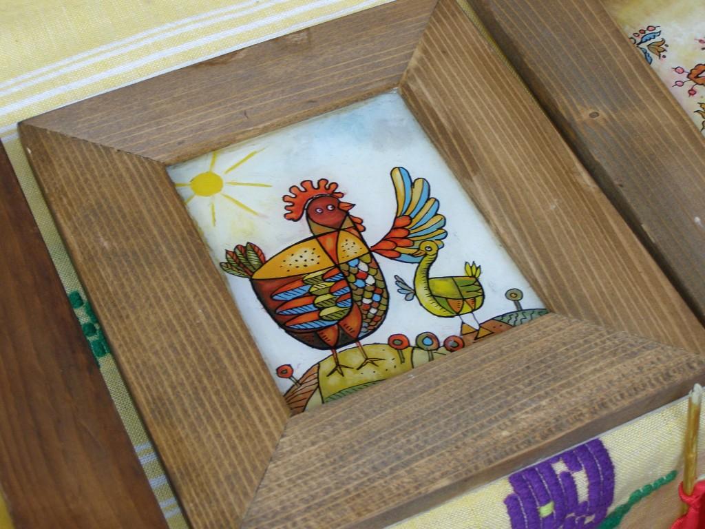 Nu m-am gândit niciodată, până acum, cum ar fi sî am în casă o găină pictată. Acum am însă, iată, încă o temă de reflecţie.