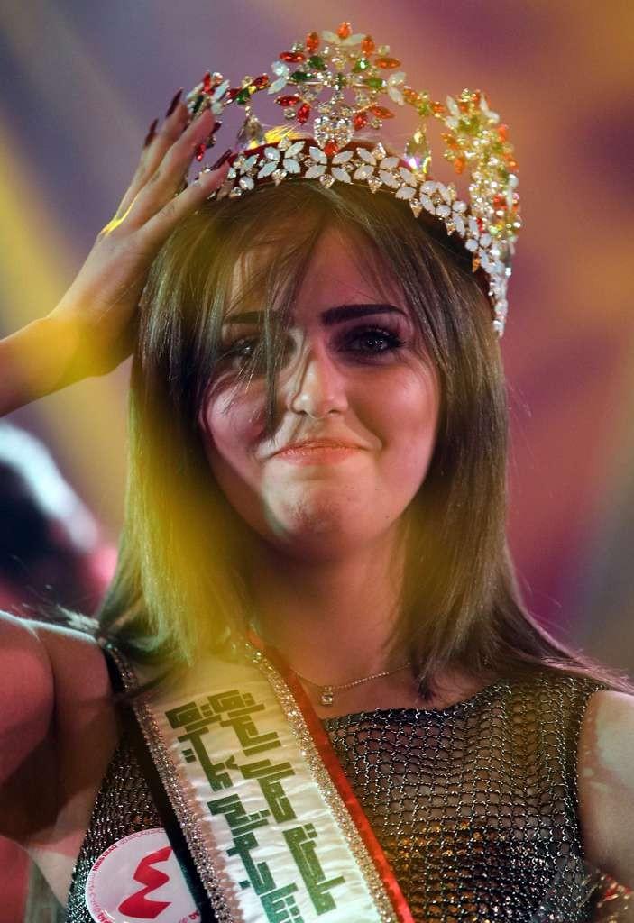 Cam prea plinuţă, după gustul meu. Dar cu ochi tare frumoşi, precum şi cu un curaj absolut excepţional, care merită tot, dar chiar tot respectul: Miss Irak 2015.