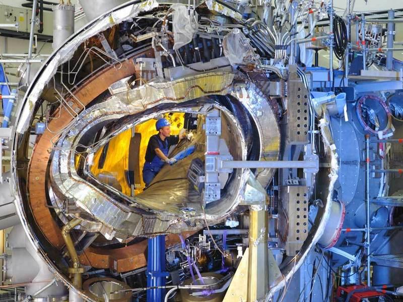 Cam aşa arăta, în 2011, în plină construcţie, stellaratorul german ce imită procesele de fuziune atomică din soare