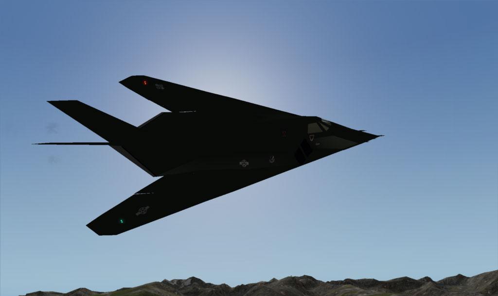 Avion american F-117A, în misiune de luptă, având la bord bombe ghidate prin laser, de câte 900 de kilograme fiecare