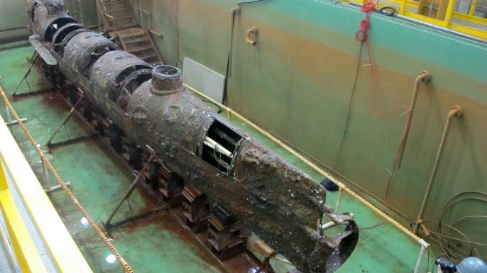 Hunley, în conservare, după ridicarea la suprafaţă: nava dispărută s-a reîntors înm port, după o absenţă de 136 de ani