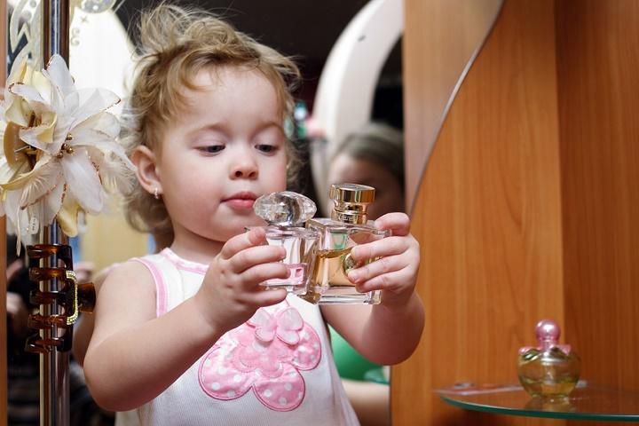 Poate+ai dat şi tu, cu niştz ani în urmă, de provizia-ntreagă de parfumuri a restului familiei tale: îşi mai aduci aminte cum a fost?