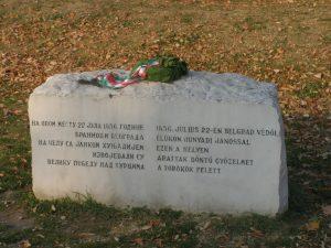Monumentul comemorativ al lui Iancu de Hunedoara, Belgrad, noiembrie 2010: coroana din frunze de laur arată totdeauna impecabil.