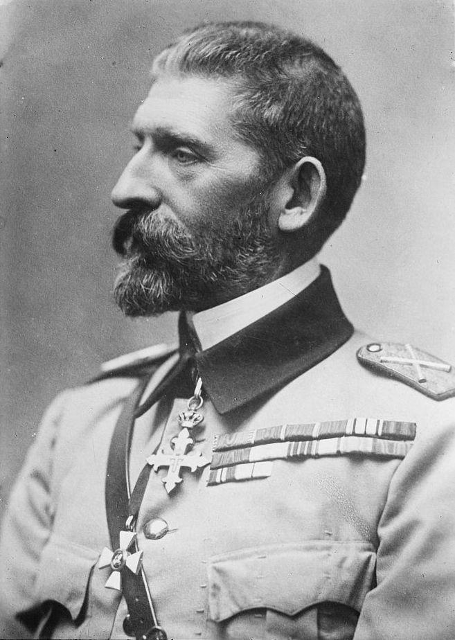 Regele Ferdinand, cel în timpul domniei căruia s-au înfiinţat primele unităţi de vânători de munte.