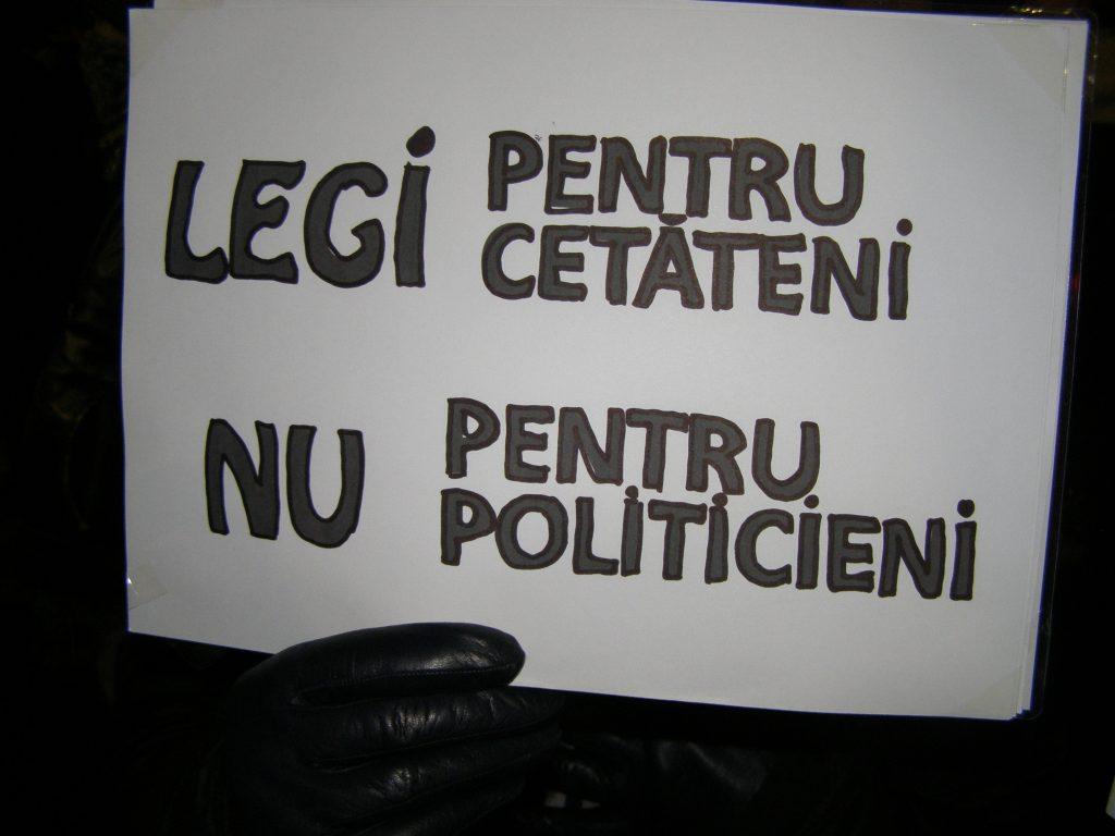 """Adică pentru majoritatea românilor, nu pentru cei care, vorba lui Orwell, se cred """"mai egali"""" decât alții."""