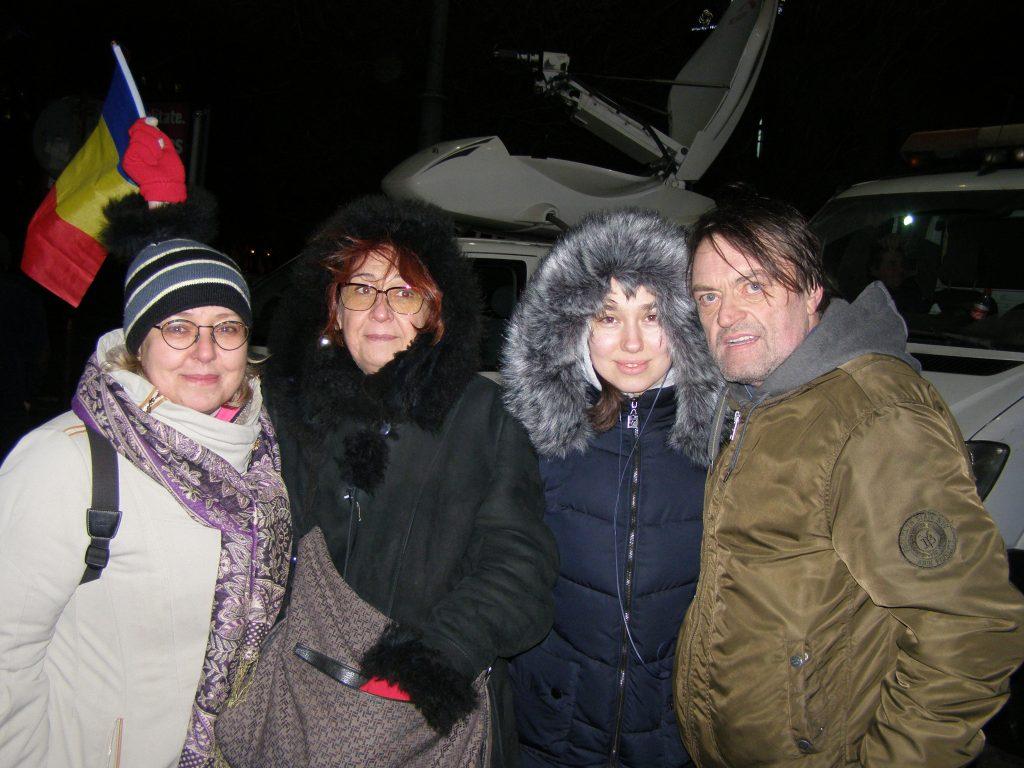 Mai tânăra noastră prietenă, cu Iolanda, Crenguța și Dan. Poate ne-om revedea în zilele ce vin.