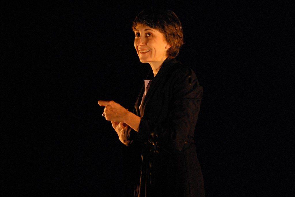 """Şi să ştii, prietene: faptul că Simona Măicănescu chiar """"te izbeşte ca un tren"""", atunci când e pe scenă, merită trăită, if you want some real thrills."""